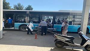 Belediye otobüsünde kalp krizi geçirdi