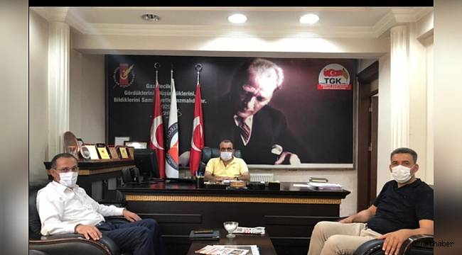 AK Parti Adıyaman İl Başkanı Mehmet DAĞTEKİN Adıyaman Gazeteciler Cemiyet Başkanı Dişkaya'yı makamında ziyaret etti.