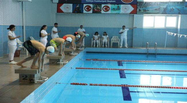 7 İlden 130 Sporcu Çeyrek Final İçin Kulaç Attı