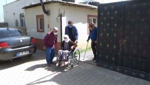 93 yaşındaki İmmihan Nine'nin tekerlekli sandalye sevinci