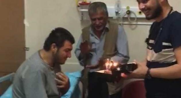 Acil Servis'te Engelli Gence Doğum Günü Sürprizi