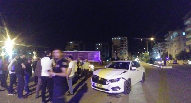 Adıyaman'da İki Otomobil Çarpıştı: 3 Kişi Yaralandı