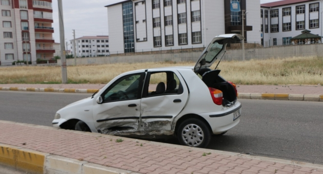 Adıyaman'da İki Otomobil Çarpıştı: 4 Yaralı