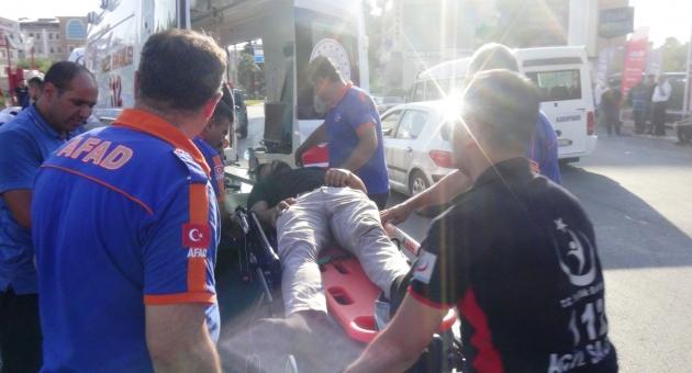 Adıyaman'da Minibüs İle Otomobil Çarpıştı: 9 Yaralı