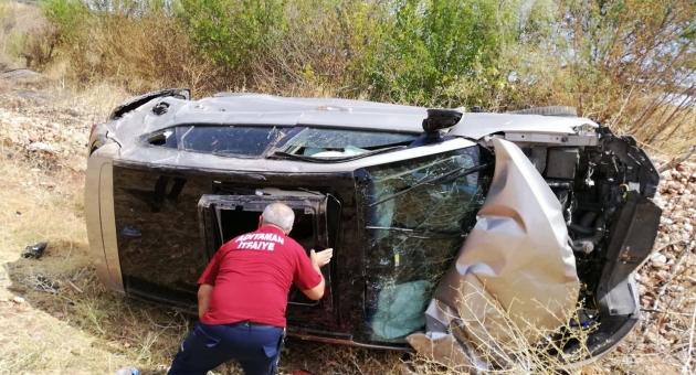 Adıyaman'da Otomobil Şarampole Devrildi: 1 Ölü 1 Yaralı
