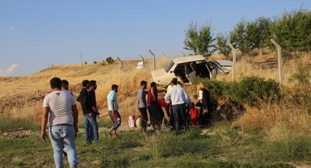 Adıyaman'da Otomobil Şarampole Devrildi: 6 Kişi Yaralandı