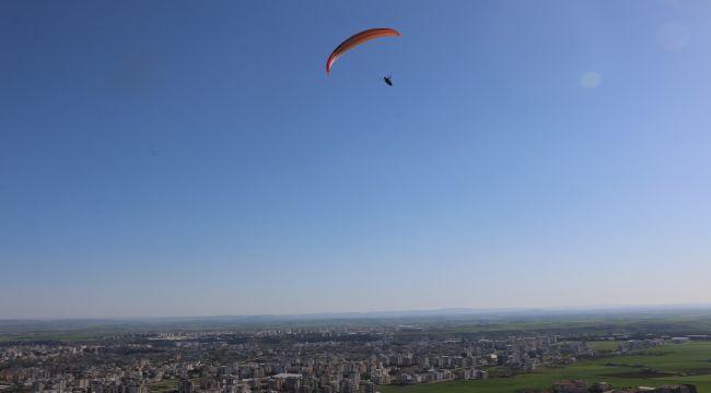 Adıyaman'da paraşüt pilotları çocuklar için havalandı - Videolu Haber