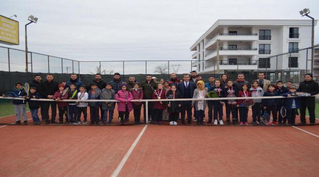 Adıyaman'da Tenis Şampiyonları Madalyalarını Aldı