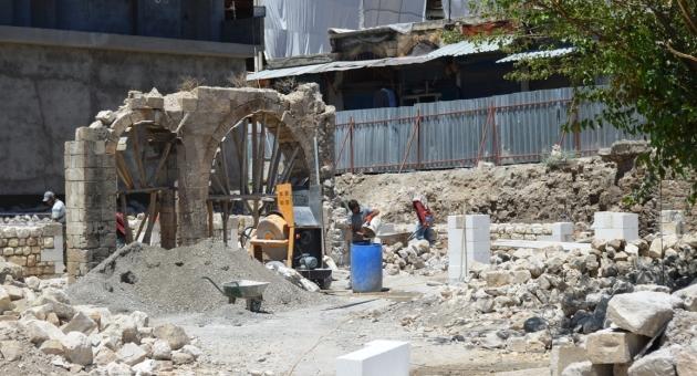 Adıyaman Valisi Pekmez, 200 Yıllık Tarihi Tuz Hanı Restorasyon Çalışmaları İnceledi