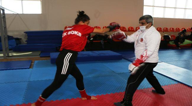 Adıyamanlı kadınlar kendini savunmak için 'kick boks' öğreniyor - Videolu Haber