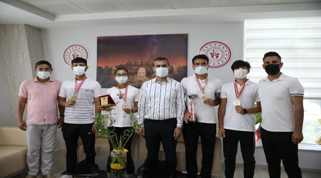 Adıyamanlı sporcular 'Cudi Cup Ulusal Tenis Turnuvası'ndan madalyalarla döndü