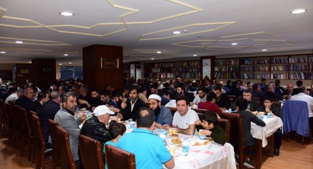 """Adıyamanlılar Vakfı'nın """"Gönül Sofrası""""na Rekor Katılım"""