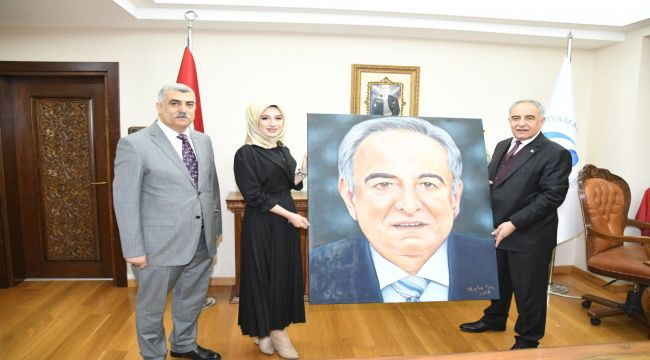 ADYÜ Öğrencisi Kılınç'tan Rektör Turgut'a Anlamlı Hediye