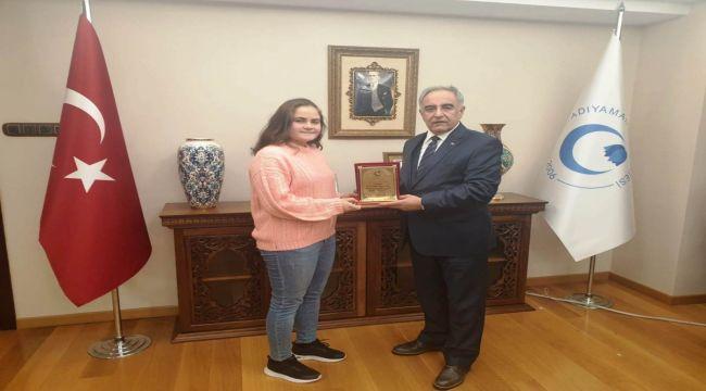 ADYÜ Öğrencisi Sert'e Anlamlı Ödül