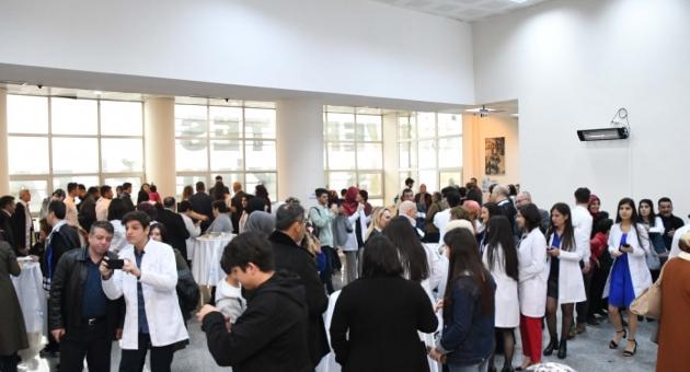 ADYÜ Tıp Fakültesi Öğrencileri, 14 Mart Tıp Bayramı'nda Önlük Giydi