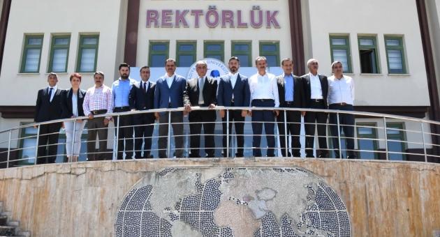 Ak Parti Adıyaman Heyetinden Rektör Turgut'a Tebrik Ziyareti