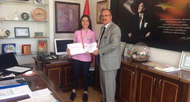 Alagöz'den, Muay Thai Türkiye Üçüncüsü Adıyamanlı Aysima'ya Ödül