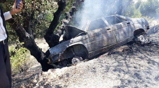 Alev alan otomobilden son anda kurtarıldılar