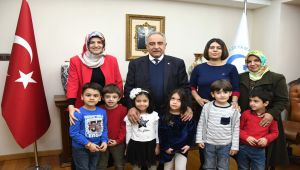 Anaokulu Öğrencilerinden Rektör Turgut'a Ziyaret