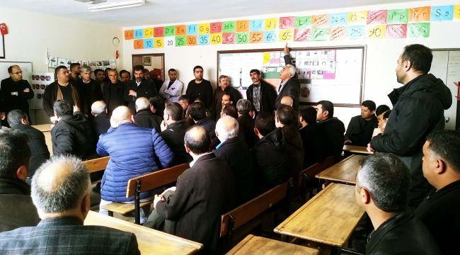 Atatürk İlkokulu Öğrenci Velileri, İlçe Milli Eğitim Müdürlüğünü Protesto Etti