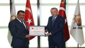 Başkan Gürkan, Cumhurbaşkanı Erdoğan'a 'Fahri Hemşerilik Beratı'nı Takdim Etti