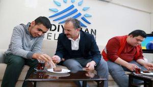 Başkan Kılınç, Engelli Çocuklarla Kek Yaptı, Ahşap Boyadı - Videolu Haber