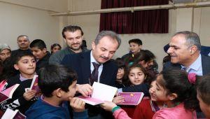 Başkan Kılınç'tan, İlkokul ve Ortaokul Öğrencilerine Kitap