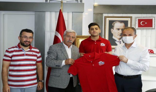 Başkan Kılınç, TEKNOFEST birincileriyle bir araya geldi