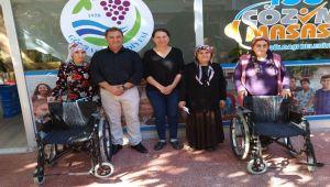 Başkan Vuruşkan'dan Engellilere Tekerlekli Sandalye Desteği