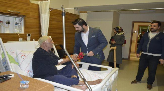 Başkan Yalçın'dan Hastalara Ziyaret