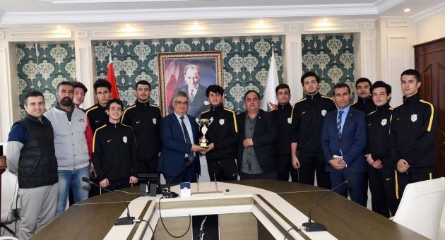 Basketboll Şampiyonları'ndan Vali Aykut Pekmez'e Ziyaret