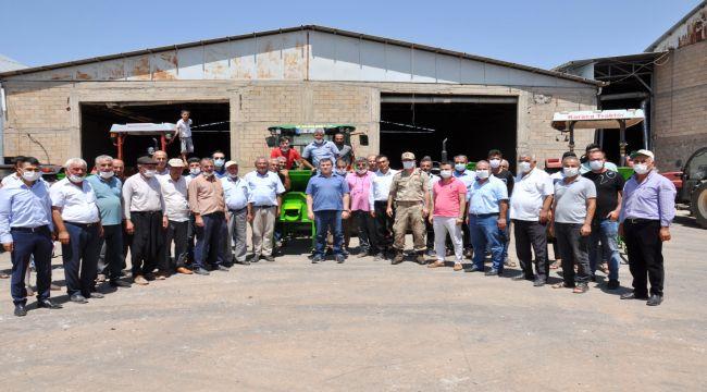 Besni'de 43 çiftçiye badem kabuğu soyma makinesi verildi