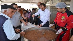 Besni'de 5 Bin Kişiye Aşure Dağıtıldı