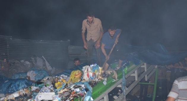 Besni'de Geri Dönüşüm Tesisinde Yangın