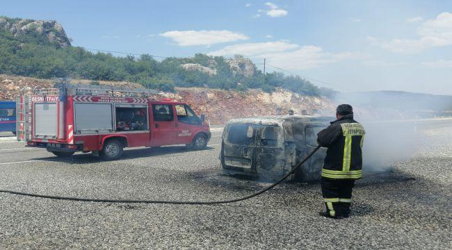 Besni'de hafif ticari araç alev alev yandı - Videolu Haber