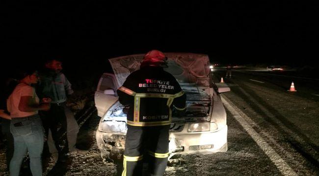Besni'de Hareket Halindeki Otomobil Alev Aldı