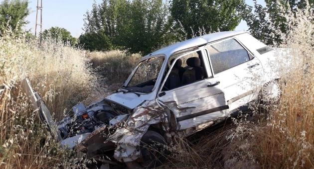 Besni'de İki Otomobil Çarpıştı: 6 Yaralı