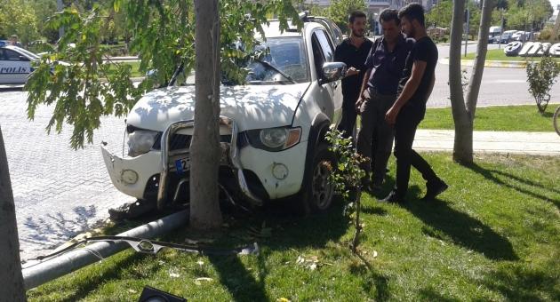 Besni'de Kaza: 6 Yaralı