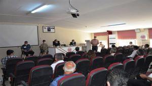 Besni'de muhtarlar toplantısı