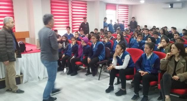 Besni'de Öğrencilere 'Gençlik ve Güvenli Gelecek' Konferansı
