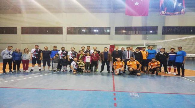 Besni'de Öğretmenler Günü Voleybol Turnuvası Sona Erdi