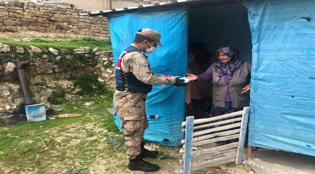 Besni'de Vefa Sosyal Destek Grubu Yaşlılar İçin Sahada