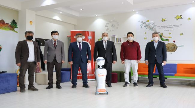 BİLSEM'den Türkiye'nin ilk yapay zeka destekli 'maske tanıyan' otonom robotu