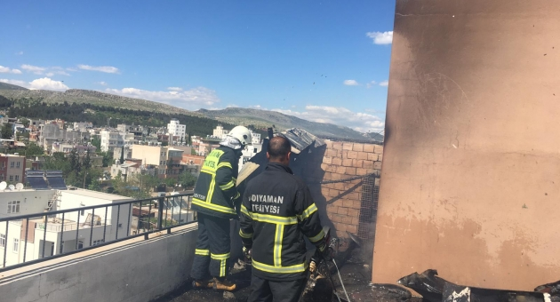 Binanın Terasında Çıkan Yangın Paniğe Neden Oldu