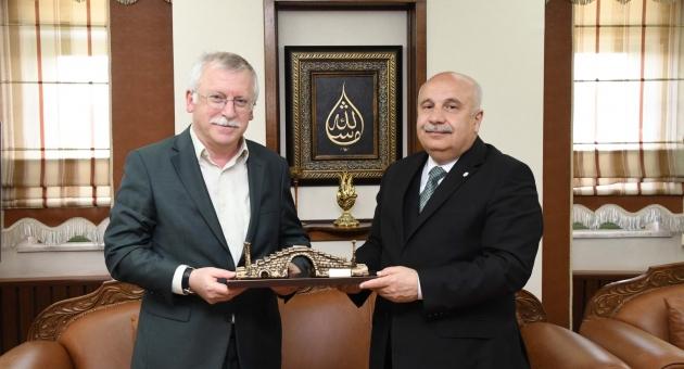 Bolu Abant İzzet Baysal Üniversitesi Rektörü Alişarlı'dan Rektör Gönüllü'ye Ziyaret