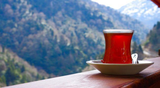Çay keyfi zehre dönüşmesin; Şekerli çay birçok hastalığa davetiye çıkarıyor