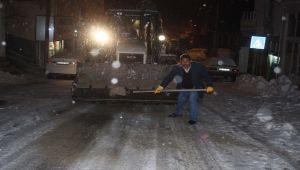Çelikhan Belediyesinden Yol Tuzlama Çalışması