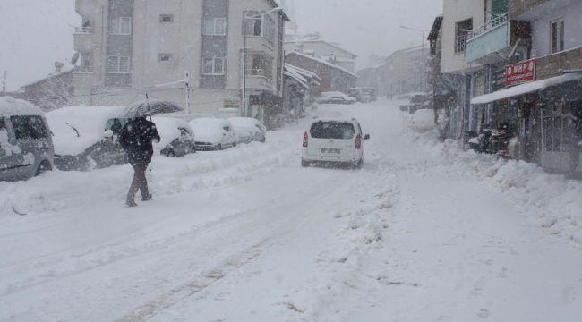 Çelikhan'da Kar Yağışı Ulaşımı Engelledi