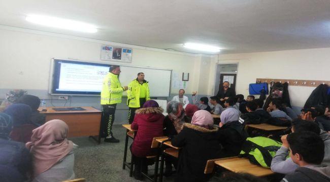 Çelikhan'da Lise Öğrencilerine Trafik Eğitimi