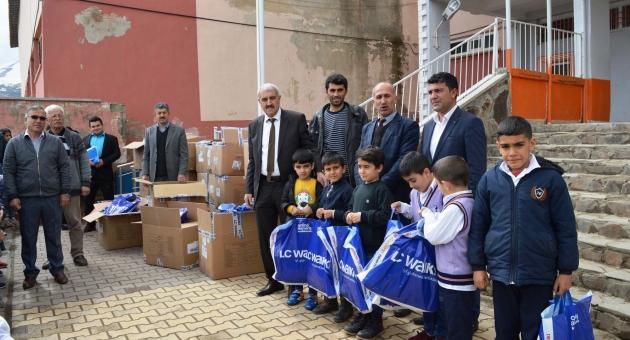 Çelikhan'da Öğrencilere Giyim Yardımı